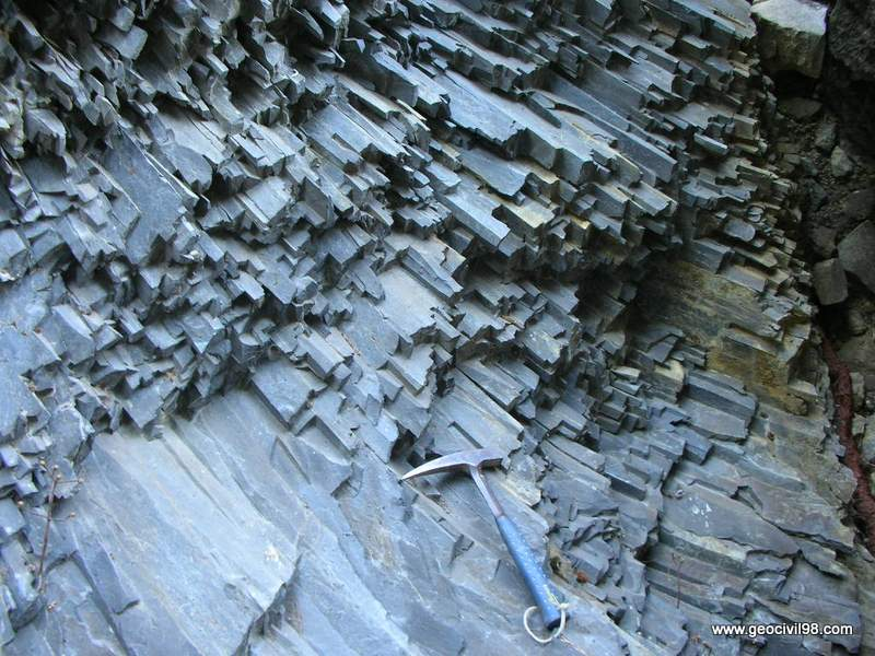Disyunción columnar en basalto, departamento de geología de Geocivil 98
