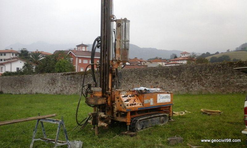 Sondeo mecánico, estudio geotécnico centro social ayuntamiento de Ribera de Arriba