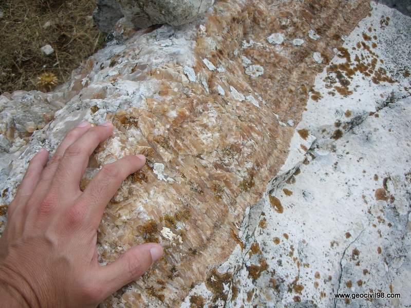 Banda de espeleotema. Torcal de Antequera, departamento de geología de Geocivil 98