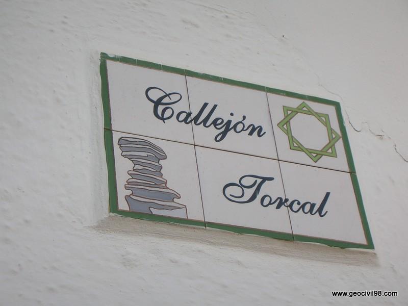 Placa de una calle de Villanueva de la Concepción, Torcal de Antequera, departamento de geología de Geocivil 98