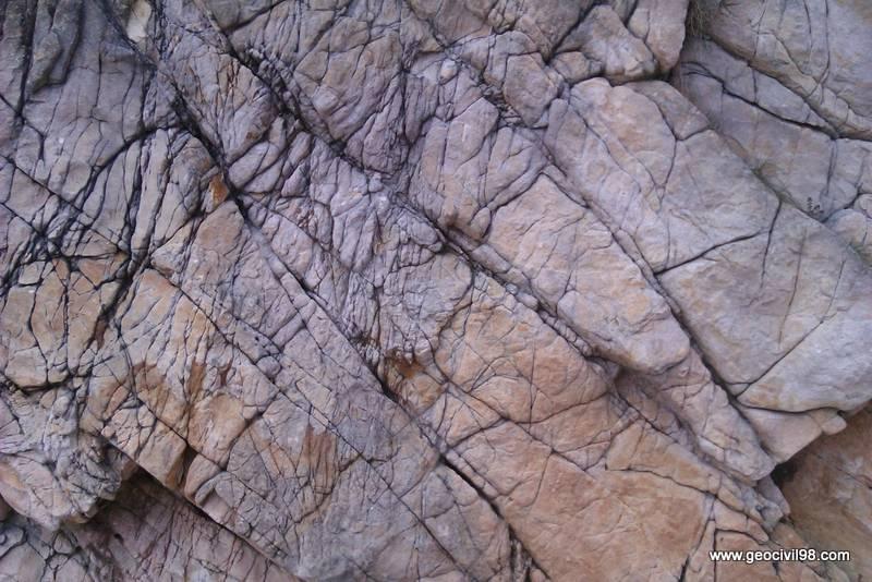 Afloramiento de cuarcita, geología, estudios geotecnicos en Asturias